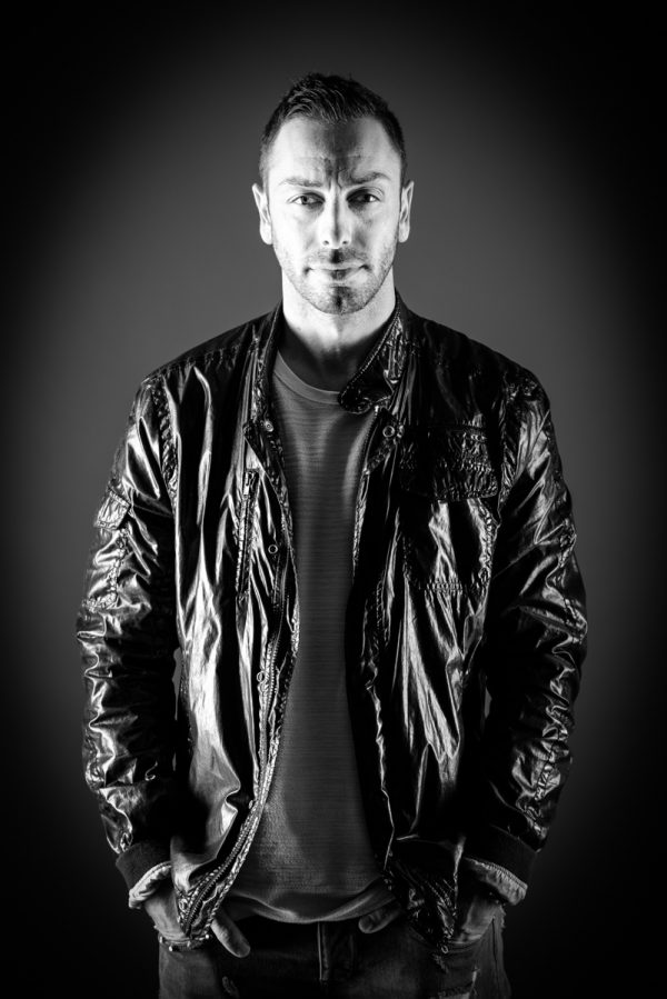 Portrait Mann Male hartes Licht DJ Cool Lederjacke