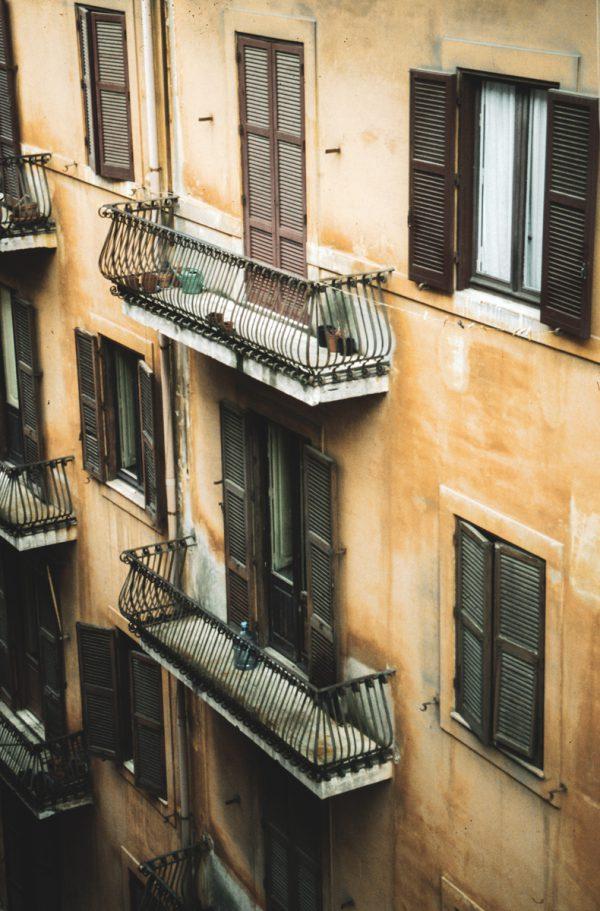 Hinterhof mit Balkon in Rom