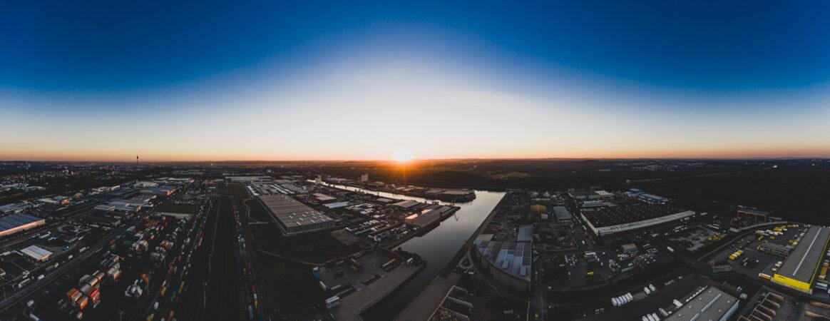 Nürnberger Hafen bei Sonnenaufgang aus der Luft